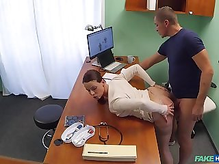 Czech doctor from Fake Hospital bangs sexy brunette patient